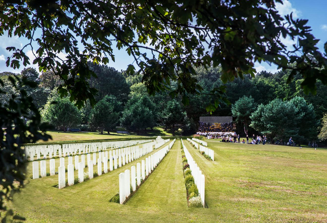 Zo zouden de nabestaanden het graag willen zien: een militair ereveld vlakbij het Indisch Monument.