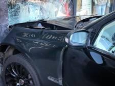 Auto ramt kledingzaak in Zwijndrecht, geen gewonden