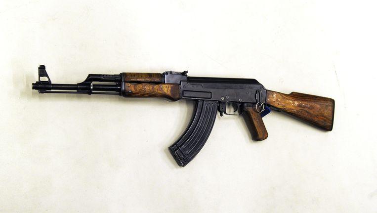Een kalasjnikov wordt tegenwoordig voor 2.000 tot 3.000 euro verkocht, enkele jaren geleden was dat nog voor zo'n 1.200 euro. Beeld ANP