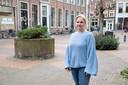 Wethouder Annelies de Jonge bij de voormalige waterput op De Schupstoel.