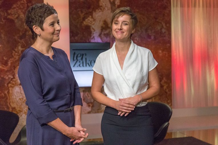 Kathleen Cools en Annelies Beck blijven tijdens de zomermaanden 'Terzake' leiden. Beeld Canvas