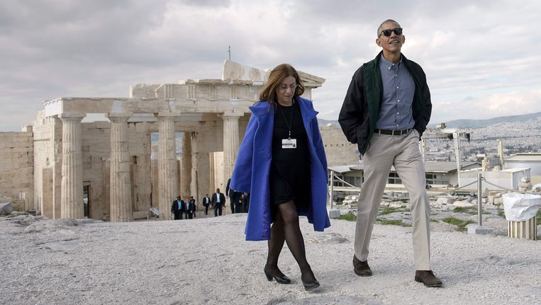 President Obama samen met Eleni Banou, van het Griekse ministerie van cultuur. Beeld AFP