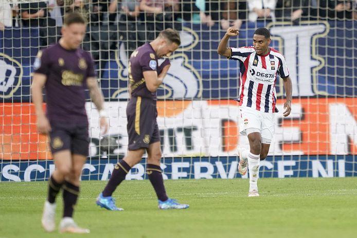Dries Saddiki balt zijn vuist nadat hij Willem II op 2-0 heeft gezet.