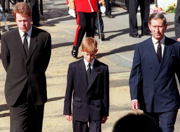 Van links naar rechts: Charles Spencer, prins Harry en prins Charles.