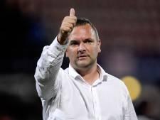 FC Dordrecht-trainer Braga dubt over de bezetting van de zijkanten: 'Wekelijks een lastige puzzel'