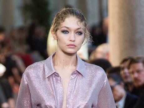 Gigi Hadid schittert in Japanse Vogue, Wietze haalt grap uit in winkel