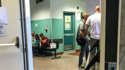 """Onze reporter in Genua, waar families in ziekenhuis wanhopig zoeken naar vermisten: """"Ik hoop op mirakel, maar vrees het allerergste"""""""