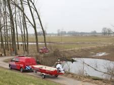 Hulpverleners halen verwarde man uit het water