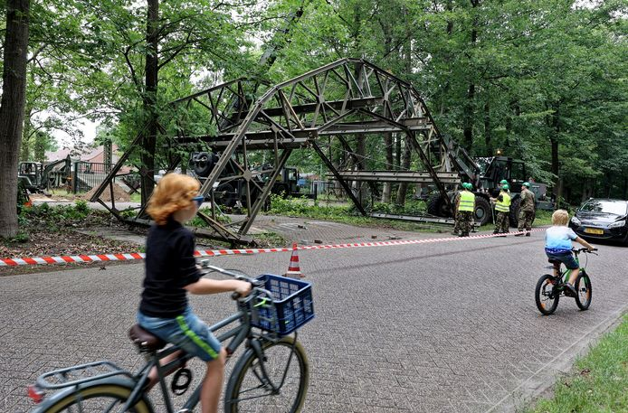 De nieuwe ronde Baileybrug als toegang tot het Geniemuseum aan de Lunettenlaan in Vught.
