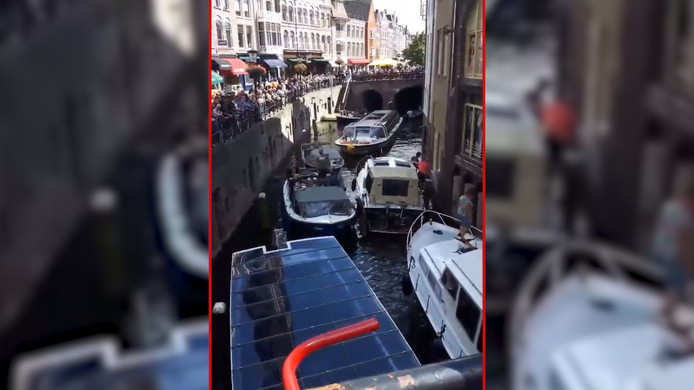 Filevorming op het water in Utrecht.