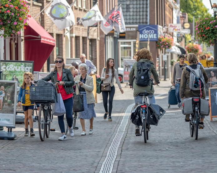 Het is druk op de dorpsstraat in hartje Zoetermeer.