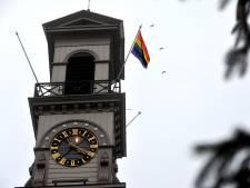 Dordrecht hijst regenboogvlag: 'Onze stad verzet zich tegen haat, discriminatie en uitsluiting'