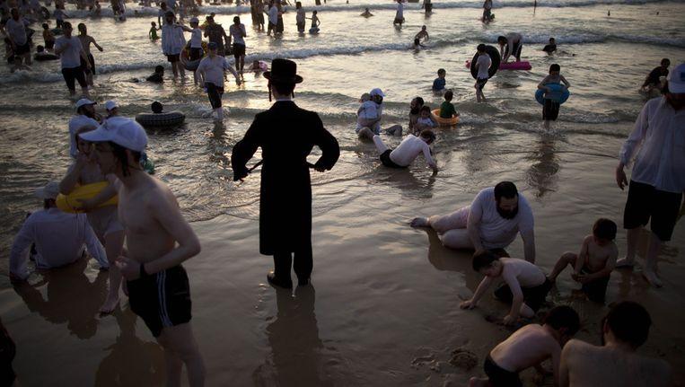 Een gescheiden strand voor mannen in Tel Aviv. Beeld ap