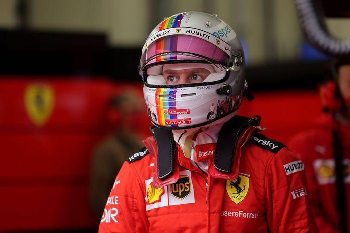 Sebastian Vettel met de helm die hij vorige maand in Turkije droeg,