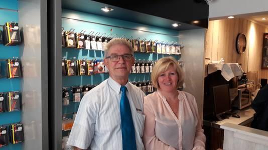 Pierre en Jenneke Vleminckx in de nieuwe dartwinkel Bosch Darthuis