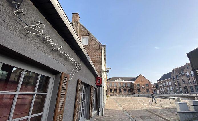 Aalbekeplaats heeft nog meer sterke horecazaken, zoals op de achtergrond spijshuis St.-Cornil