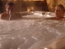 Boer Olke is niks te dol in de hot tub