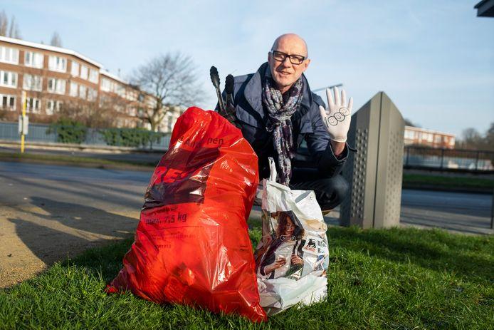 """""""Ook in een 'propere' buurt heb je al snel een volle vuilniszak bij elkaar"""", zegt Jean-Paul"""