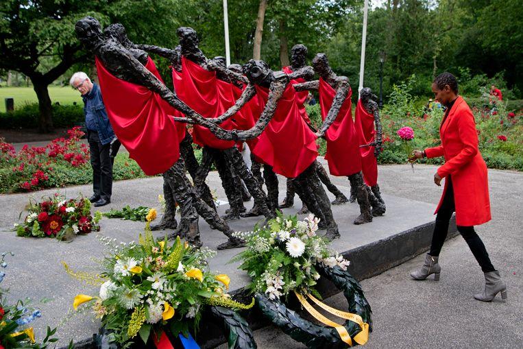 Afgelopen zomer werd bij het nationaal monument slavernijverleden in het Amsterdamse Oosterpark herdacht dat Nederland dat 157 jaar eerder de slavernij afschafte. Beeld Olaf Kraak