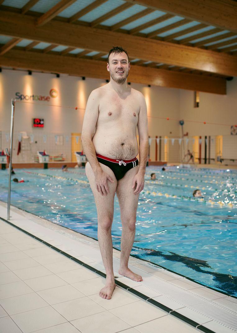 """Arnold Wittenberg: """"Iemand vroeg me waarom ze foto's van mij kwamen maken in het zwembad, 'want je hebt er toch niet direct het lichaam voor'."""" Beeld Tim Coppens"""