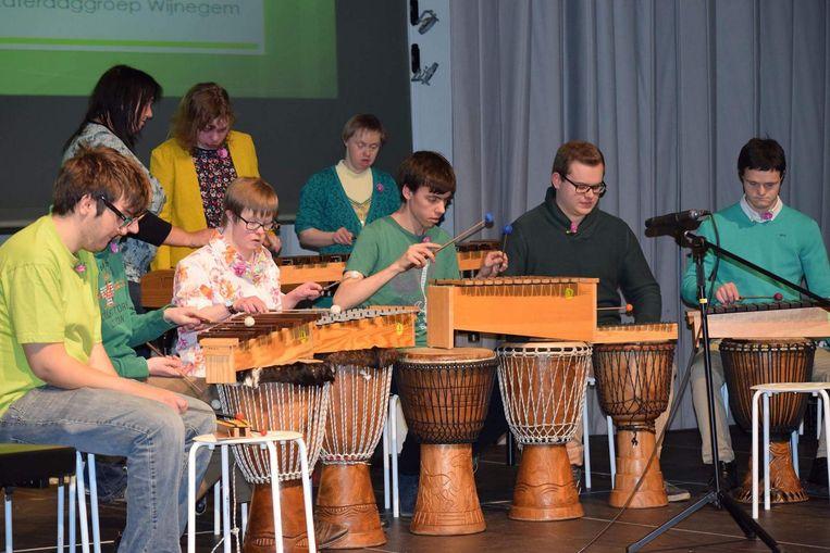 Muzieklabo Inclusief tijdens één van hun vorige optredens.