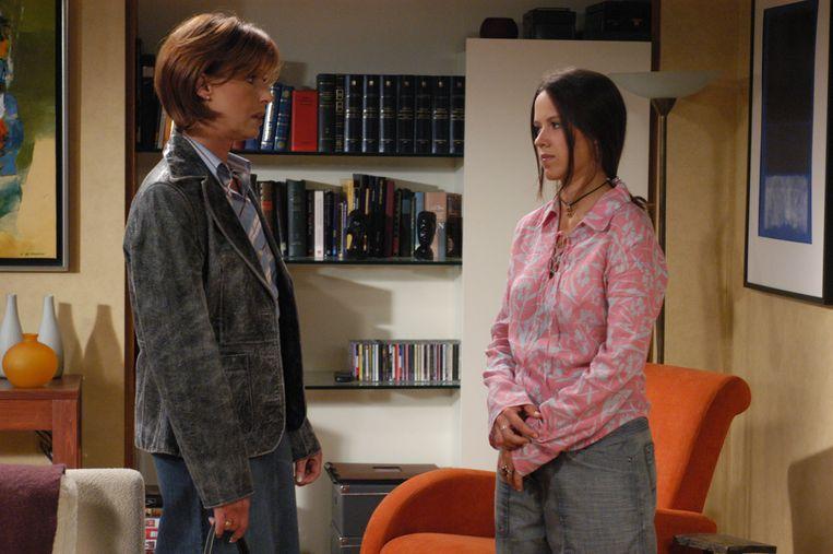 Margot Neyskens (rechts) als tiener Klaartje in 'Wittekerke'.