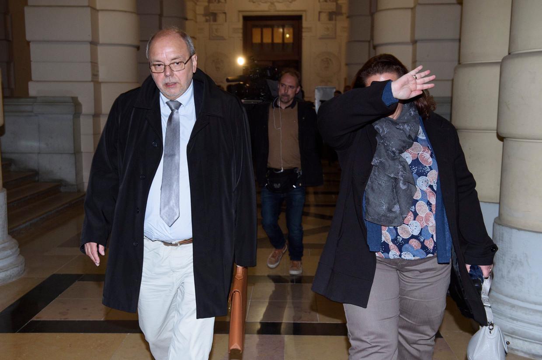 Voormalig Vlaams Parlementslid Christian Van Eyken (Défi) en zijn partner en ex-medewerkster Sylvia Boigelot staan terecht voor de moord op Marc Dellea.  Beeld Photo News