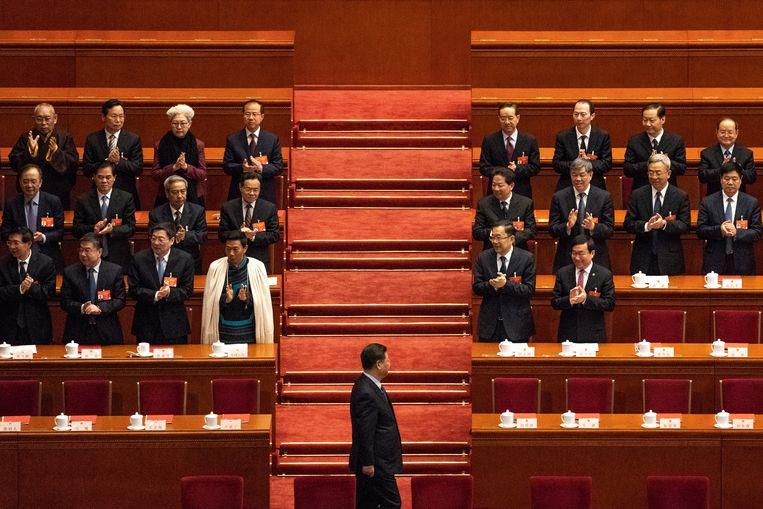 Chinees president Xi Jinping (m.). 'China wil eenheid voor zichzelf en verdeeldheid voor de rest. Peking denkt zero-sum: als jij leeft, sterf ik', zegt Nadège Rolland; Beeld EPA