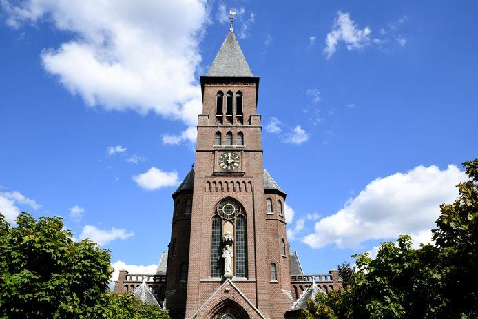 De aan de heilige Antonius van Padua gewijde kerk van Biest-Houtakker, een rijksmonument in neo-gotische stijl, werd in 1913 gebouwd door de Moergestelse architect Toon Vriens.