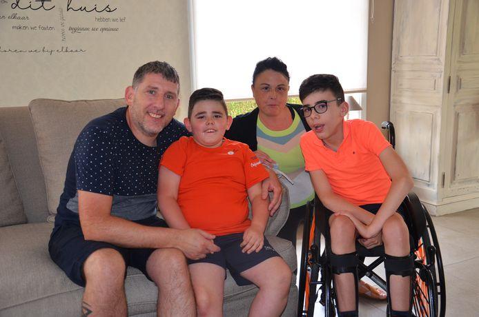 Steven en Sandra met hun zoontjes Danté en Mylow, die allebei een genetische afwijking hebben.