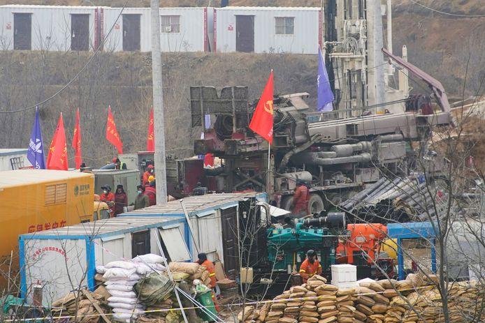 De reddingsoperatie gaat door op zoek naar nog tien vermiste mijnwerkers.