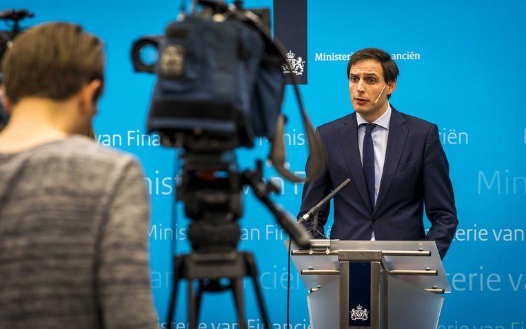 Minister Hoekstra maakte op 26 februari bekend dat hij een belang van 14 procent in Air France-KLM had genomen. Kamerleden waren een week eerder door hem ingelicht, maar de informatieverstrekking ging niet zoals het hoort.  Beeld ANP