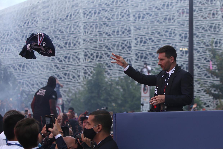 PSG-fans zijn in extase sinds Lionel Messi dinsdag voor twee jaar tekende bij de club.  Beeld AP