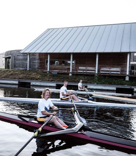 Roeiers uit drie landen racen 11,5 kilometer over Oude IJssel: 'Zo mooi om hier door het water te glijden'