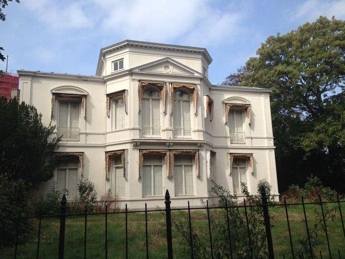 Het pand aan Plein 1813 waar de Israelische ambassade moet komen.