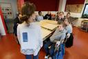 Wethouder Thomas Zwiers gaf in 2018 op basisschool Het Palet startschot voor het project Doe Effe Normaal.
