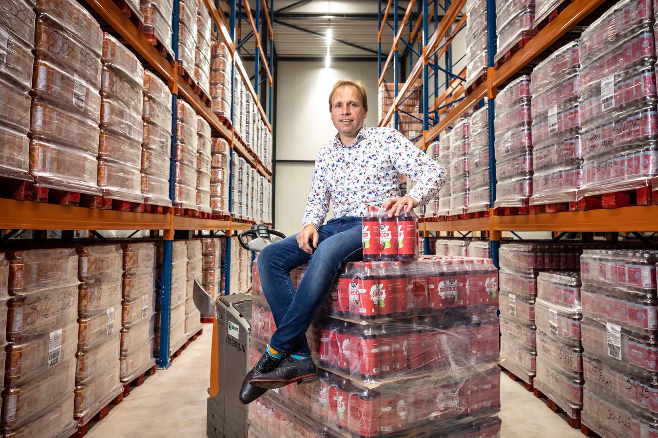 Jorrit Bartelink (48) staat sinds een aantal jaren aan het roer van Akom Ankla, de Oldenzaalse groothandel in vruchtensappen, siropen en limonades