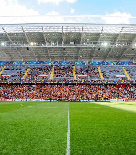 Le public autorisé à revenir progressivement dans les stades et dans les salles en France