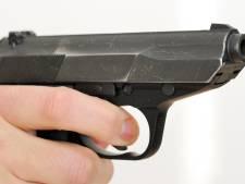 Man (31) aangehouden voor bezit vuurwapen en 2100 euro valse biljetten in Hulten