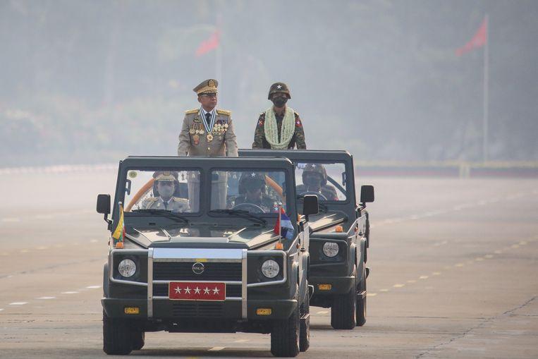 Generaal Min Aung Hlaing tijdens een militaire parade in Naypyitaw in maart. Beeld EPA