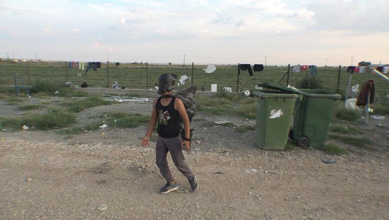 Beelden uit Good evening to the people living n the camp van Joost Conijn, 2018. Beeld