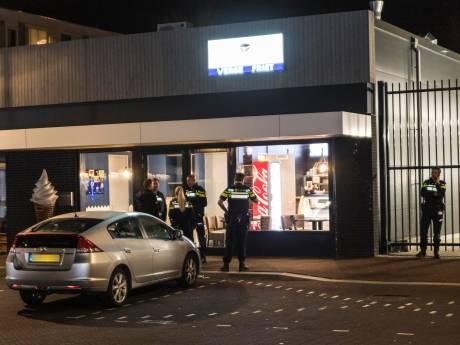 Opeens zwaaide een kind met een vuurwapen in haar snackbar in Tilburg: 'Ouders, waar zijn jullie?'