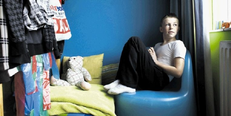 De 13-jarige Tom van Luyn wil niets liever dan balletdanser worden. Hij zit op de School voor Jong Talent in Den Haag, waar hij naast ballet ook ¿gewoon¿ onderwijs krijgt. (FOTO JOÿL VAN HOUDT) Beeld Joel van Houdt