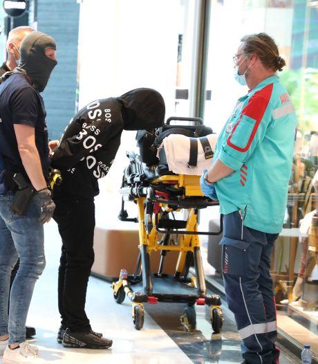 Man met mes loopt rond in Mall, maar in Hunkemöller wordt 'gewoon' kleding gepast: 'We zijn niet bang'