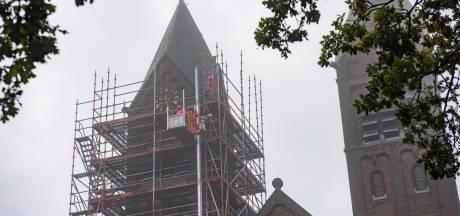 Oude leien voor nieuwe torens; actie om renovatie Maarheezer kerk te betalen