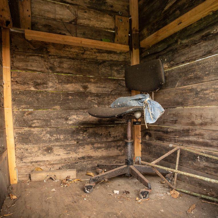 Een verlaten hut op het terrein in de buurt van Staphorst. Beeld Harry Cock / de Volkskrant