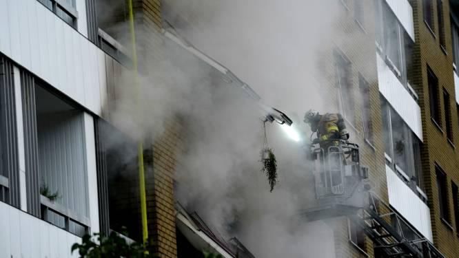 Twintig gewonden na explosie en brand in flatgebouw in Göteborg