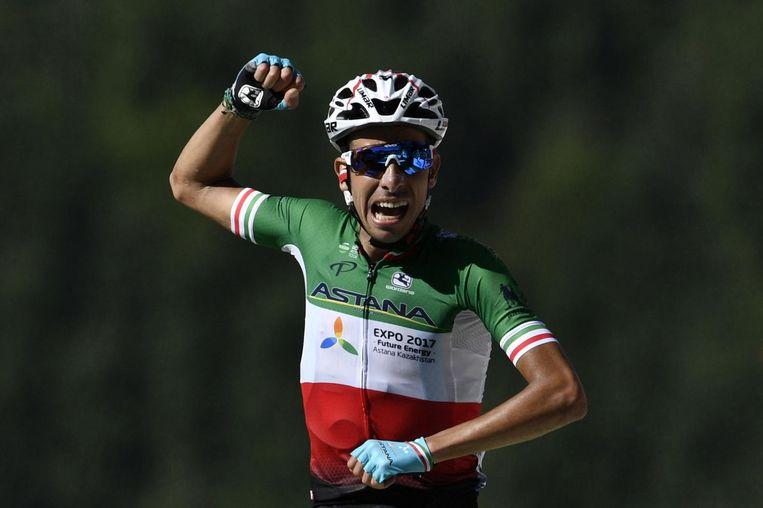 Fabio Aru viert zijn overwinning Beeld anp