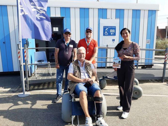 Met de strandrolstoel kunnen gebruikers zelfs op het mulle zand zelfstandig rijden.