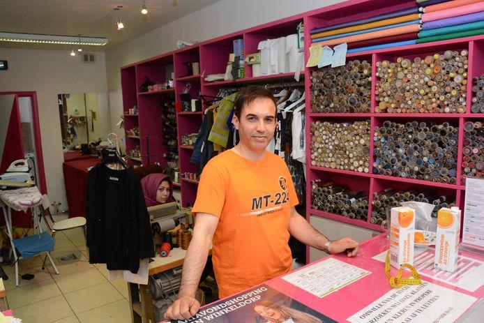 Javid Khalequyan zat twee maand in een noodwinkel maar wou zo snel mogelijk terugkeren.